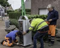 Mitarbeiter des ESB platzieren das Untergestell